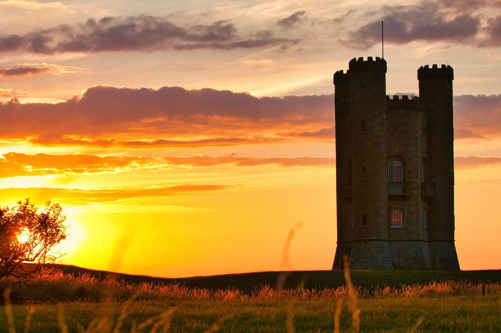 Midlands Cotswolds Sehenswürdigkeiten: Broadway Tower Cotswolds bei Sonnenuntergang